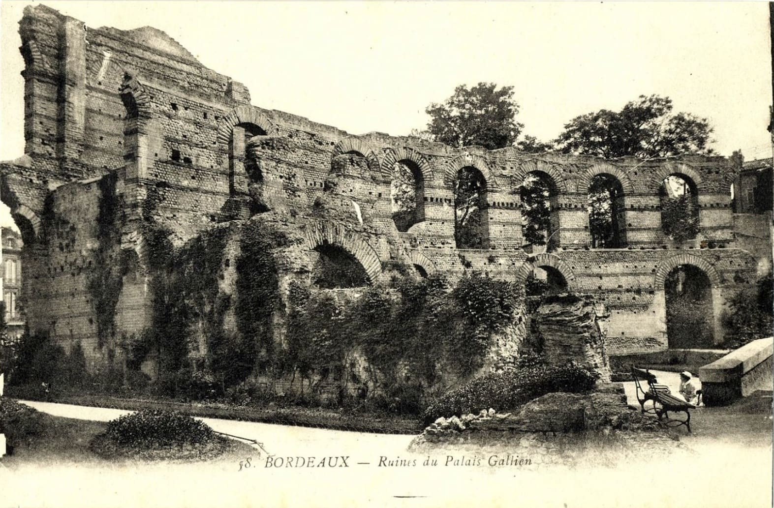 Bordeaux-les-ruines-du-Palais-Gallien_7